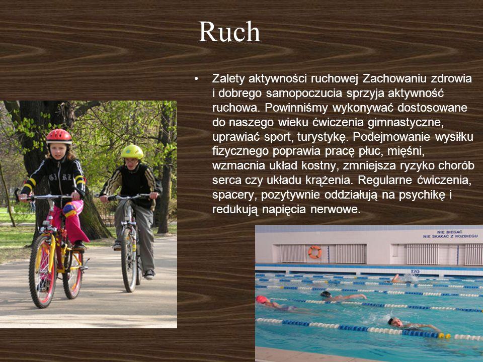Ruch Zalety aktywności ruchowej Zachowaniu zdrowia i dobrego samopoczucia sprzyja aktywność ruchowa. Powinniśmy wykonywać dostosowane do naszego wieku