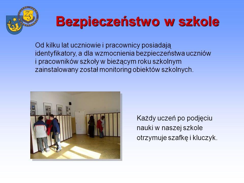 Szeroka oferta dydaktyczna -Liceum ogólnokształcące (3 – letnie) -Liceum profilowane (3 – letnie) -Uzupełniające liceum ogólnokształcące (2 – letnie) -Liceum ogólnokształcące dla dorosłych (3 – letnie) -Technikum (4 – letnie) -Uzupełniające technikum (3 – letnie) -Szkoła policealna (2 – letnia) -Zasadnicza szkoła zawodowa (2 – letnia, 3 – letnia) Uczniowie mają do wyboru dwa języki obce spośród: języka angielskiego, języka niemieckiego, języka rosyjskiego, języka łacińskiego.