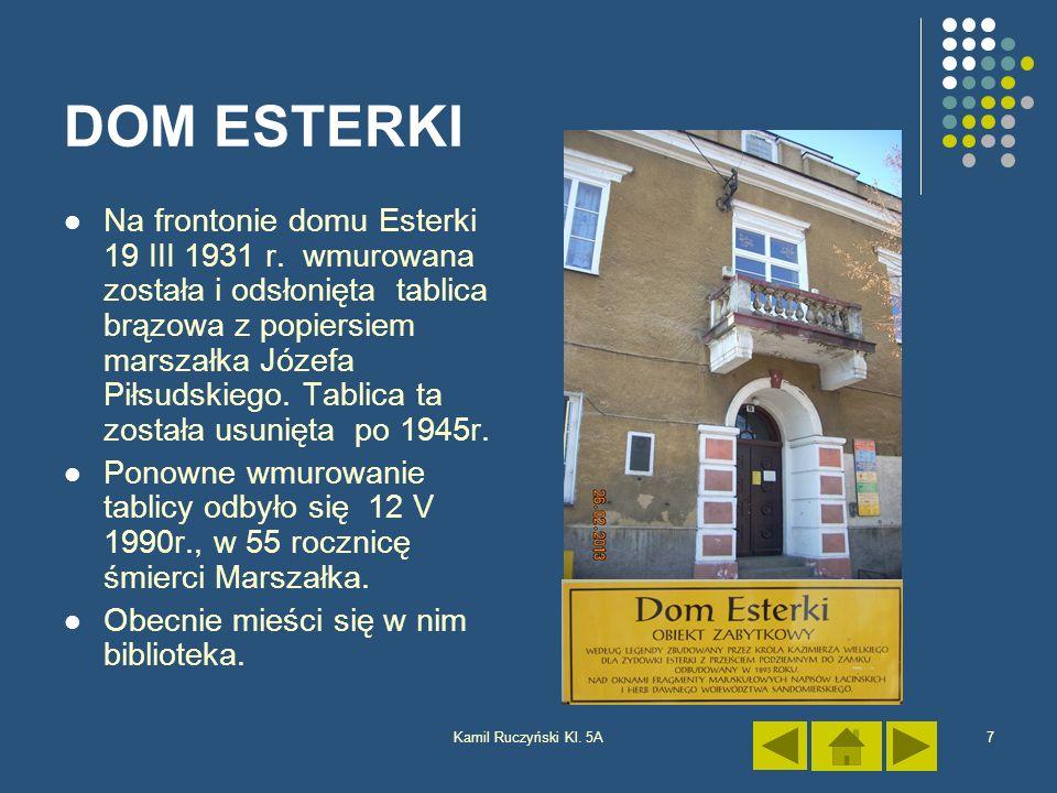 Kamil Ruczyński Kl. 5A7 DOM ESTERKI Na frontonie domu Esterki 19 III 1931 r. wmurowana została i odsłonięta tablica brązowa z popiersiem marszałka Józ