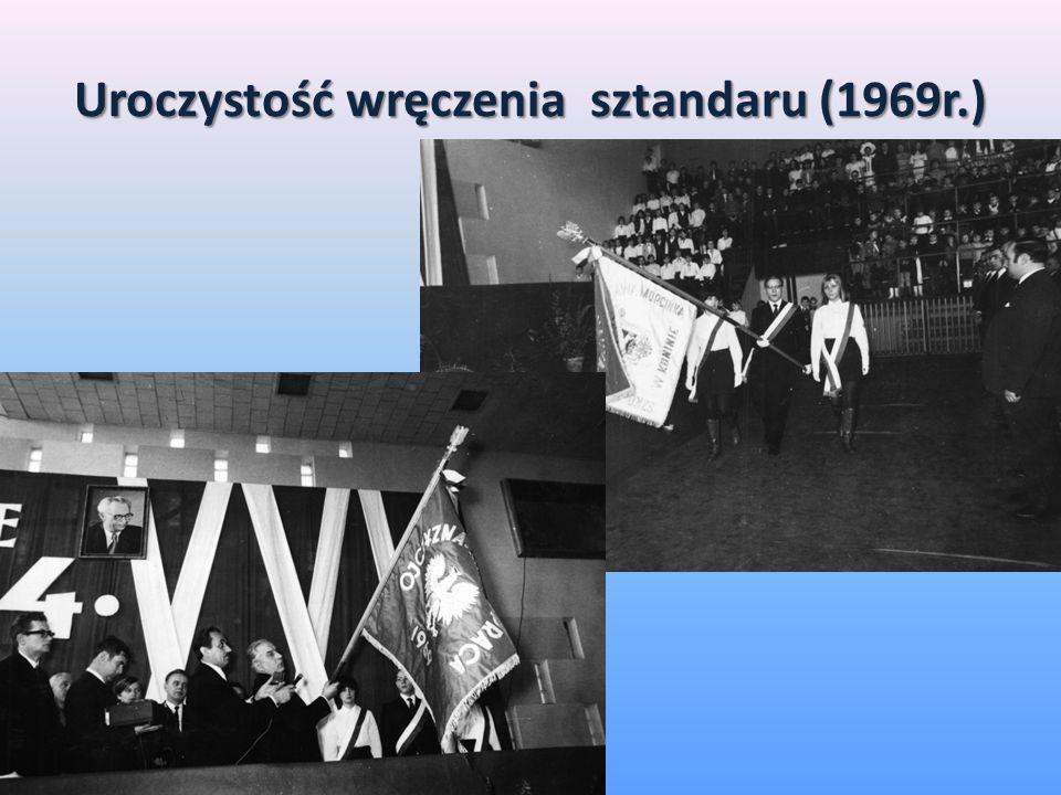 Uroczystość wręczenia sztandaru (1969r.)