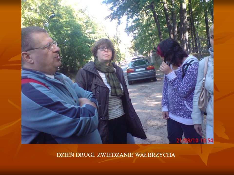 22.09.2010 ZAJĘCIA ARTYSTYCZNE W WAŁBRZYSKIM MUZEUM. MALOWANIE NA PORCELANIE