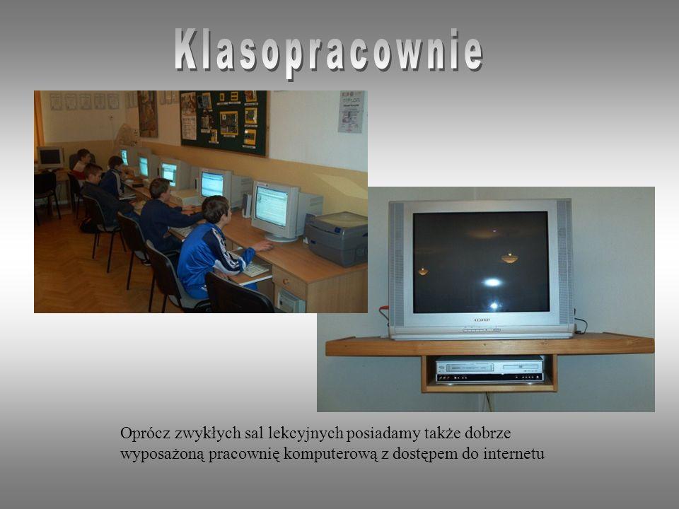 Oprócz zwykłych sal lekcyjnych posiadamy także dobrze wyposażoną pracownię komputerową z dostępem do internetu