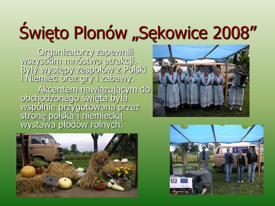 Święto Plonów Sękowice 2008 Organizatorzy zapewnili wszystkim mnóstwo atrakcji. Były występy zespołów z Polski i Niemiec oraz gry i zabawy. Akcentem n