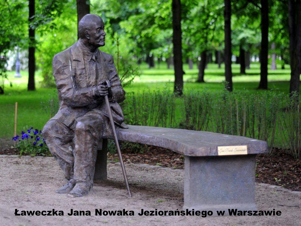 Słynna tarnowska ławeczka poetów Ławeczka Agnieszki Osieckiej – znakomitej poetki, autorki ogromnej liczby znanych i do dziś chętnie śpiewanych przez