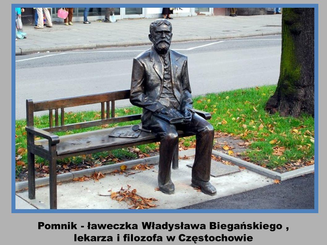 Biała Podlaska - na ławce pisarz Józef Ignacy Kraszewski