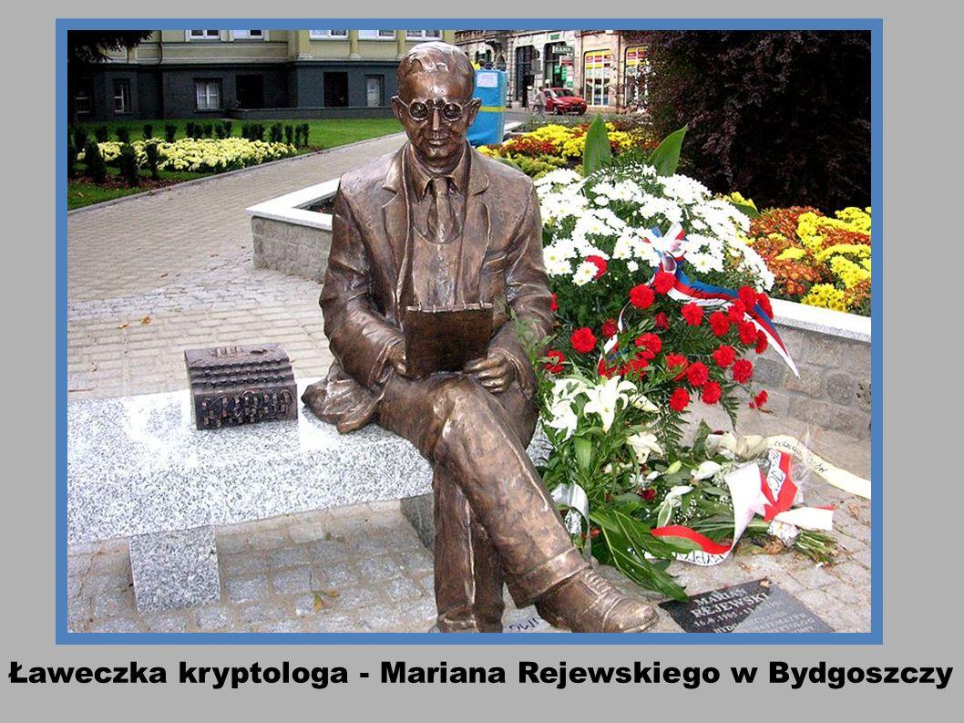 Staruszkowie na ławeczce. ul. Świętojańska w Gdyni