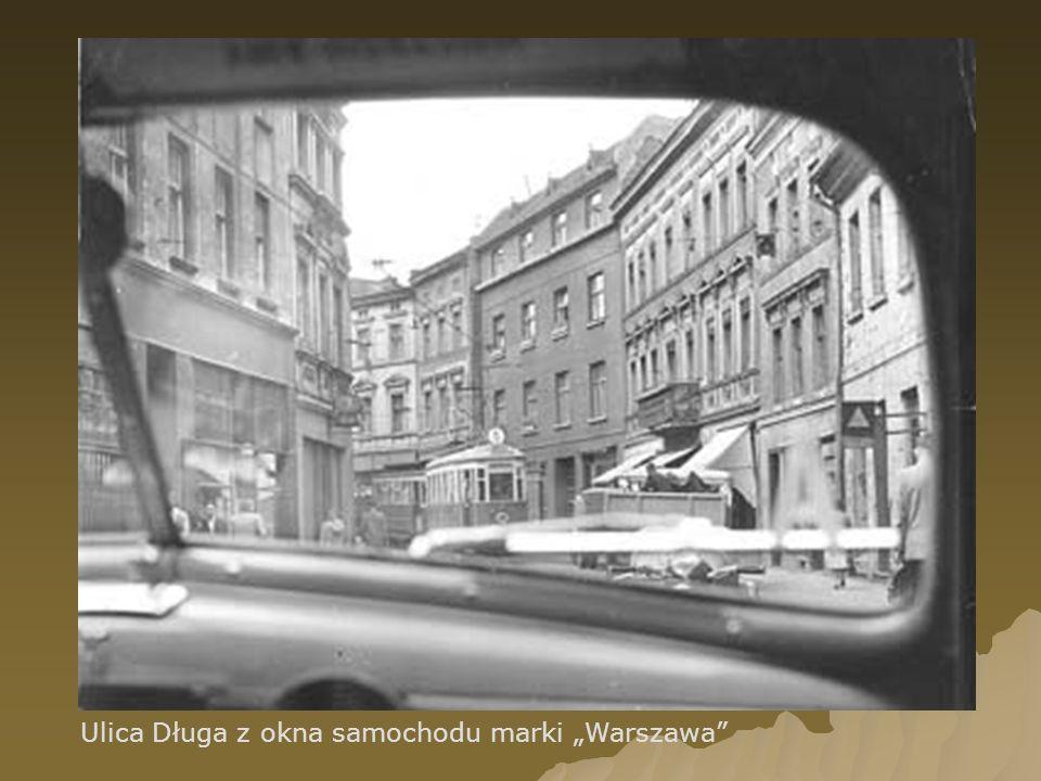 Ulica Długa z okna samochodu marki Warszawa