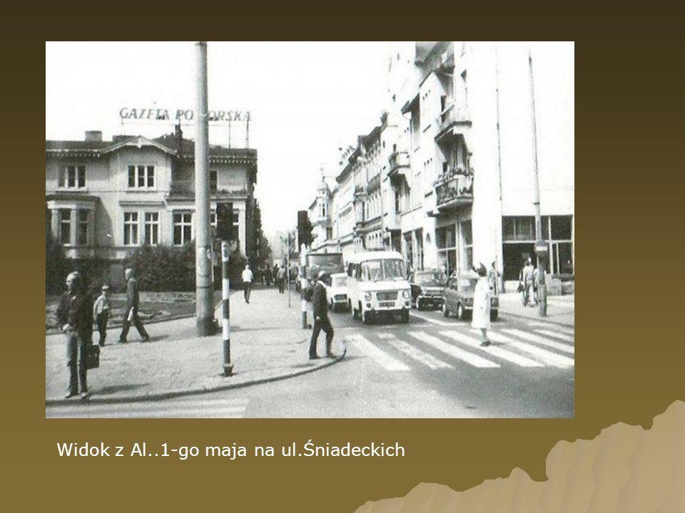 Widok z Al..1-go maja na ul.Śniadeckich