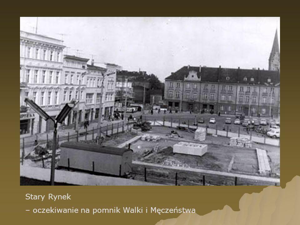 Stary Rynek – oczekiwanie na pomnik Walki i Męczeństwa