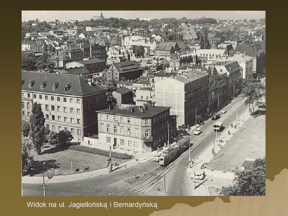 Widok z AL. 1 Maja na ul. Dworcową