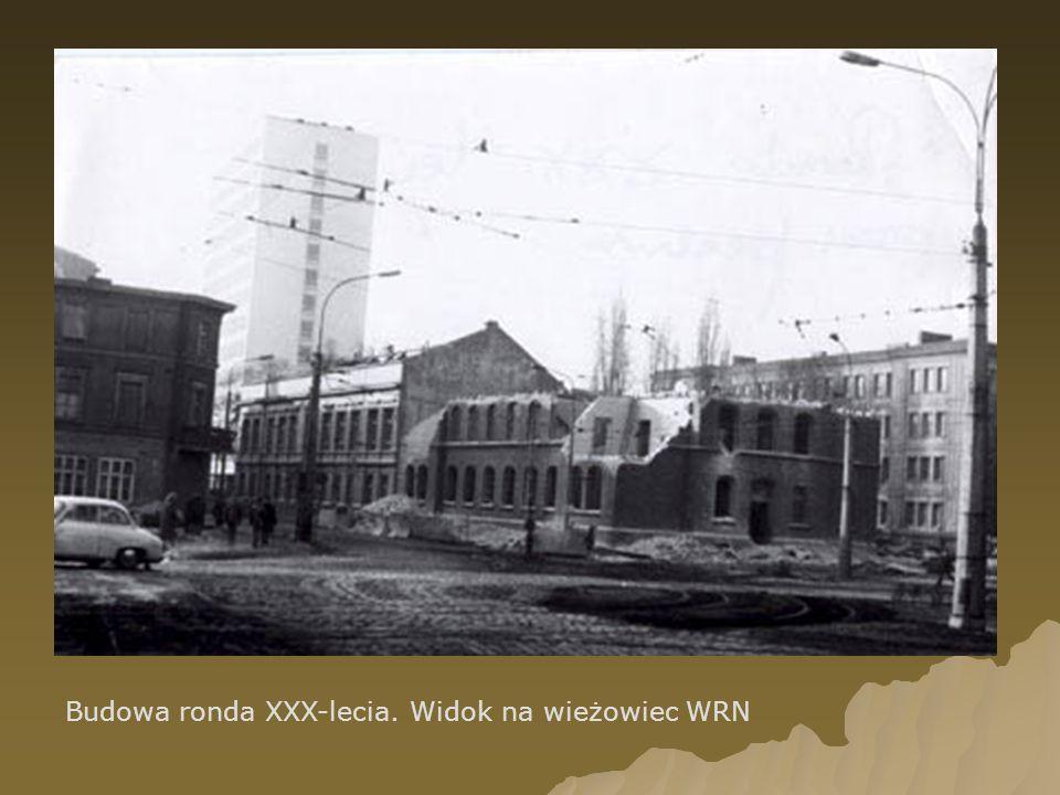 Budowa ronda XXX-lecia. Widok na wieżowiec WRN