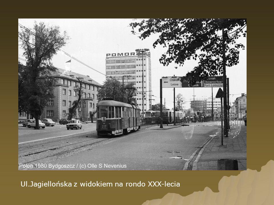 Ul.Jagiellońska z widokiem na rondo XXX-lecia