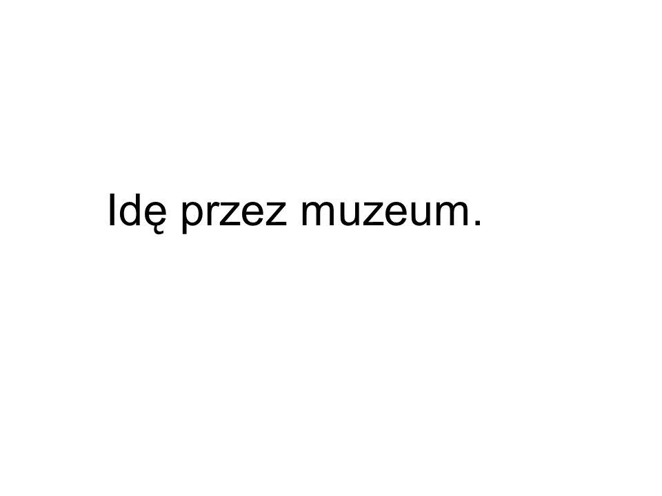 Idę przez muzeum.