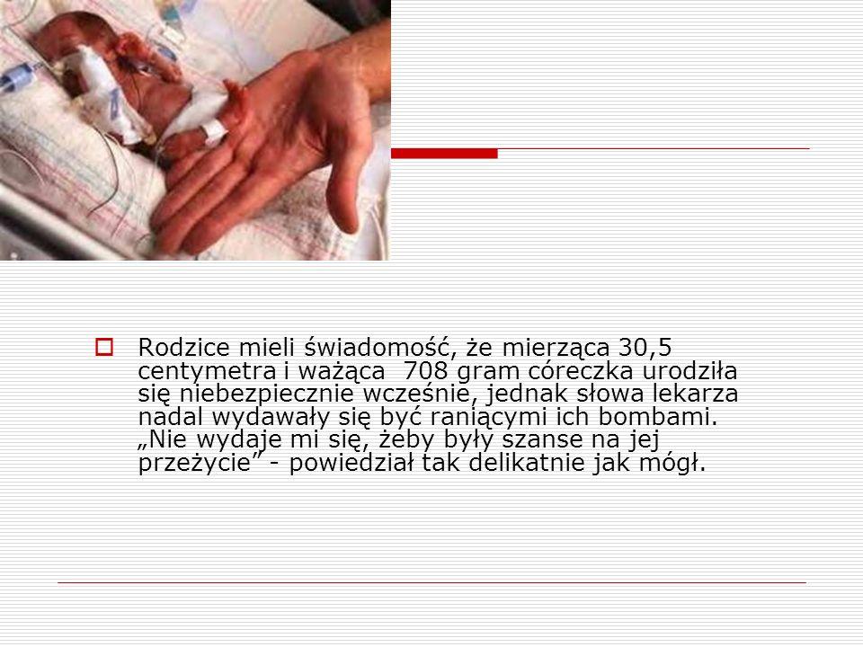 Rodzice mieli świadomość, że mierząca 30,5 centymetra i ważąca 708 gram córeczka urodziła się niebezpiecznie wcześnie, jednak słowa lekarza nadal wyda