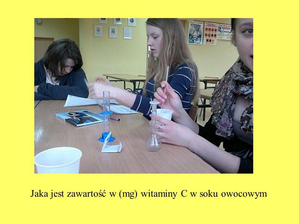 Jaka jest zawartość w (mg) witaminy C w soku owocowym