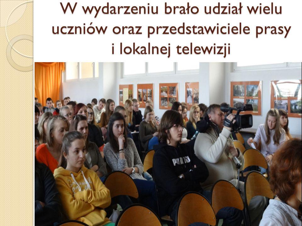 W wydarzeniu brało udział wielu uczniów oraz przedstawiciele prasy i lokalnej telewizji