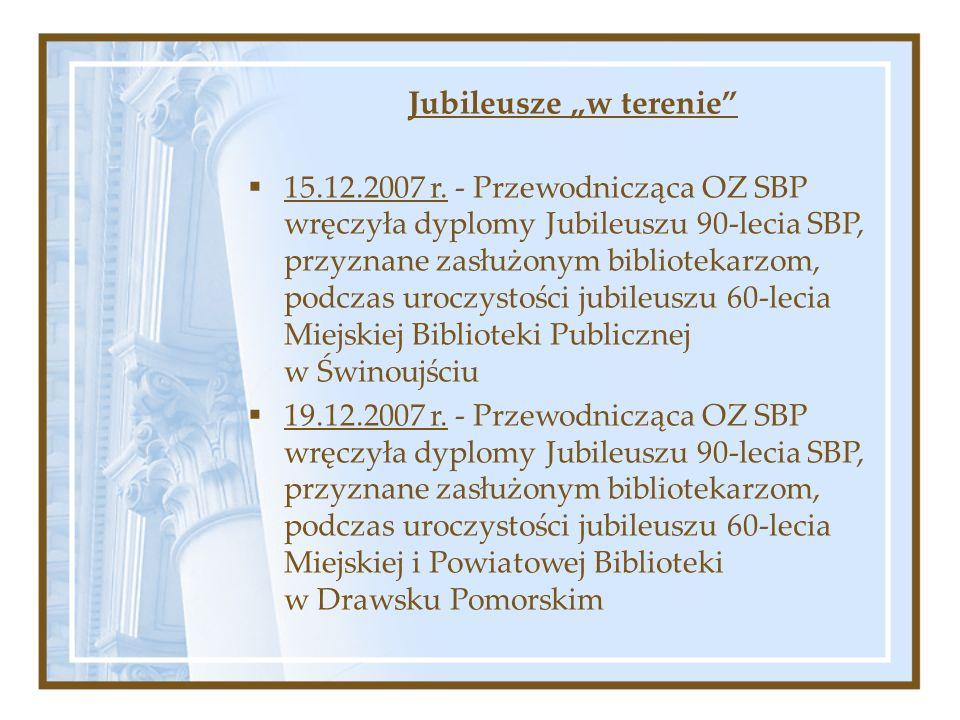 Jubileusze w terenie 15.12.2007 r. - Przewodnicząca OZ SBP wręczyła dyplomy Jubileuszu 90-lecia SBP, przyznane zasłużonym bibliotekarzom, podczas uroc