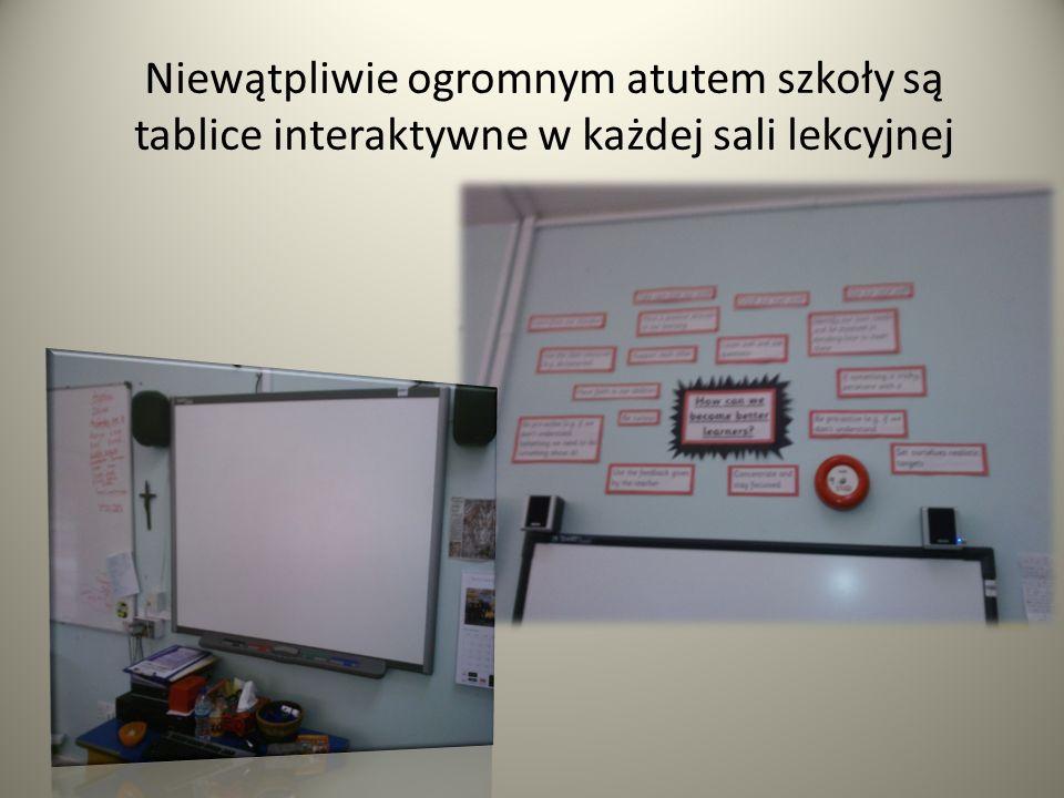 Niewątpliwie ogromnym atutem szkoły są tablice interaktywne w każdej sali lekcyjnej