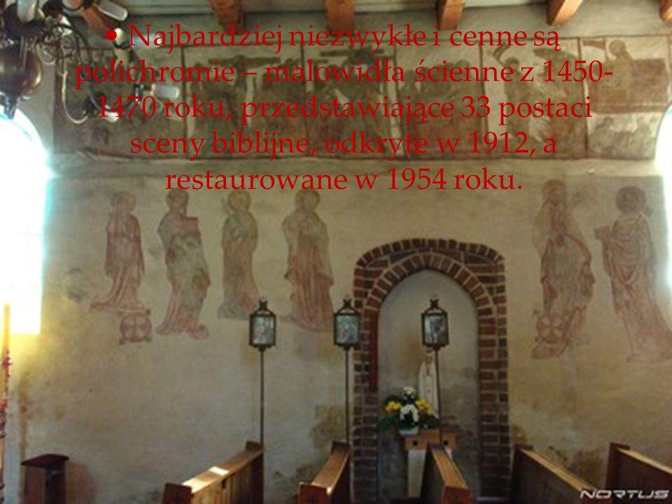 Najbardziej niezwykłe i cenne są polichromie – malowidła ścienne z 1450- 1470 roku, przedstawiające 33 postaci sceny biblijne, odkryte w 1912, a resta