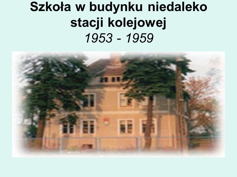 Szkoła w budynku niedaleko stacji kolejowej 1953 - 1959