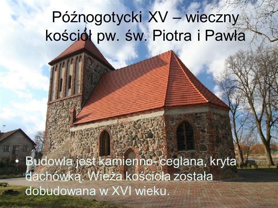 Późnogotycki XV – wieczny kościół pw. św. Piotra i Pawła Budowla jest kamienno- ceglana, kryta dachówką. Wieża kościoła została dobudowana w XVI wieku