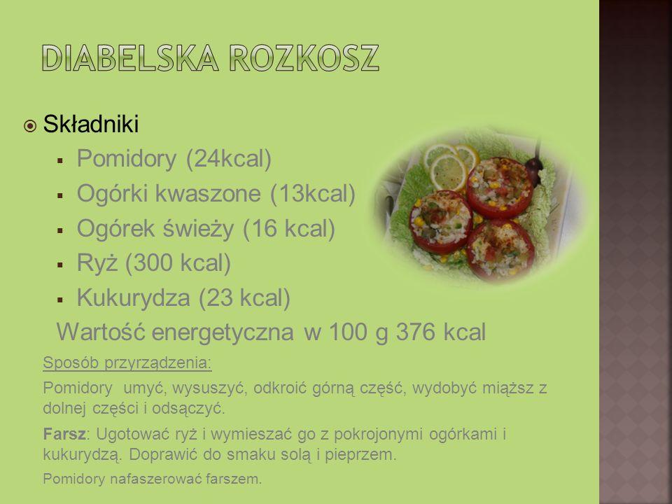 Składniki Pomidory (24kcal) Ogórki kwaszone (13kcal) Ogórek świeży (16 kcal) Ryż (300 kcal) Kukurydza (23 kcal) Wartość energetyczna w 100 g 376 kcal Sposób przyrządzenia: Pomidory umyć, wysuszyć, odkroić górną część, wydobyć miąższ z dolnej części i odsączyć.