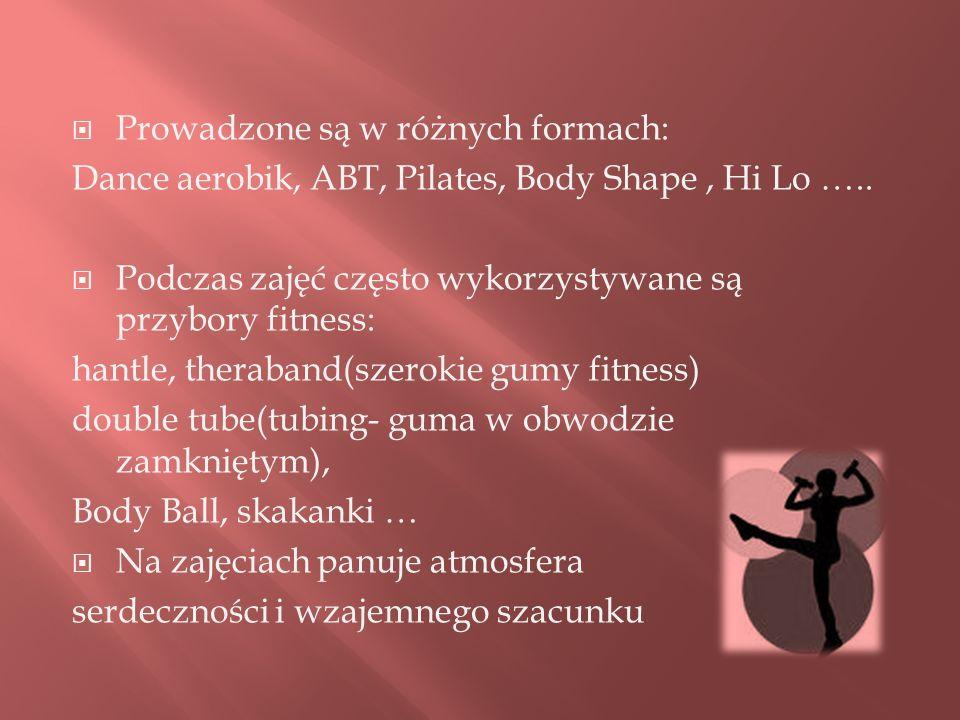 Prowadzone są w różnych formach: Dance aerobik, ABT, Pilates, Body Shape, Hi Lo ….. Podczas zajęć często wykorzystywane są przybory fitness: hantle, t