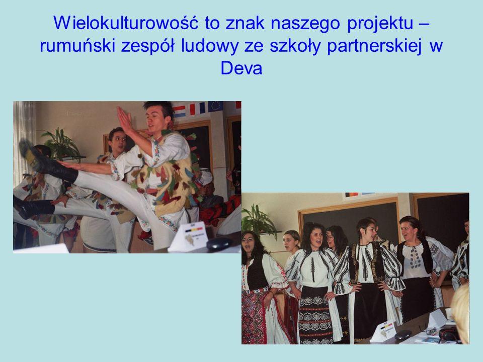Wielokulturowość to znak naszego projektu – rumuński zespół ludowy ze szkoły partnerskiej w Deva