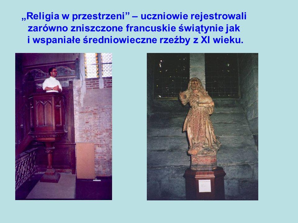 Religia w przestrzeni – uczniowie rejestrowali zarówno zniszczone francuskie świątynie jak i wspaniałe średniowieczne rzeźby z XI wieku.