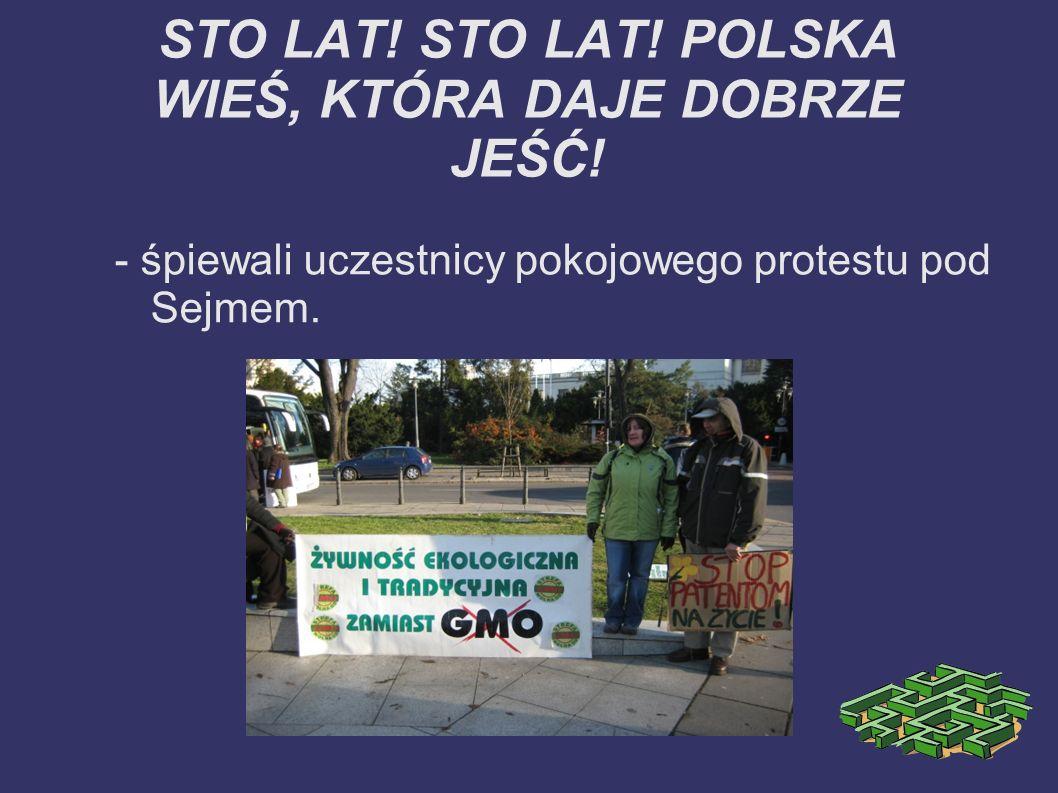 STO LAT! STO LAT! POLSKA WIEŚ, KTÓRA DAJE DOBRZE JEŚĆ! - śpiewali uczestnicy pokojowego protestu pod Sejmem.
