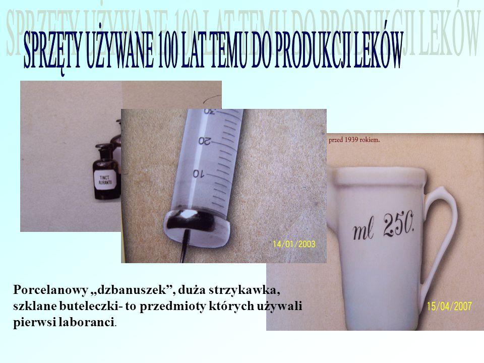 Porcelanowy dzbanuszek, duża strzykawka, szklane buteleczki- to przedmioty których używali pierwsi laboranci.
