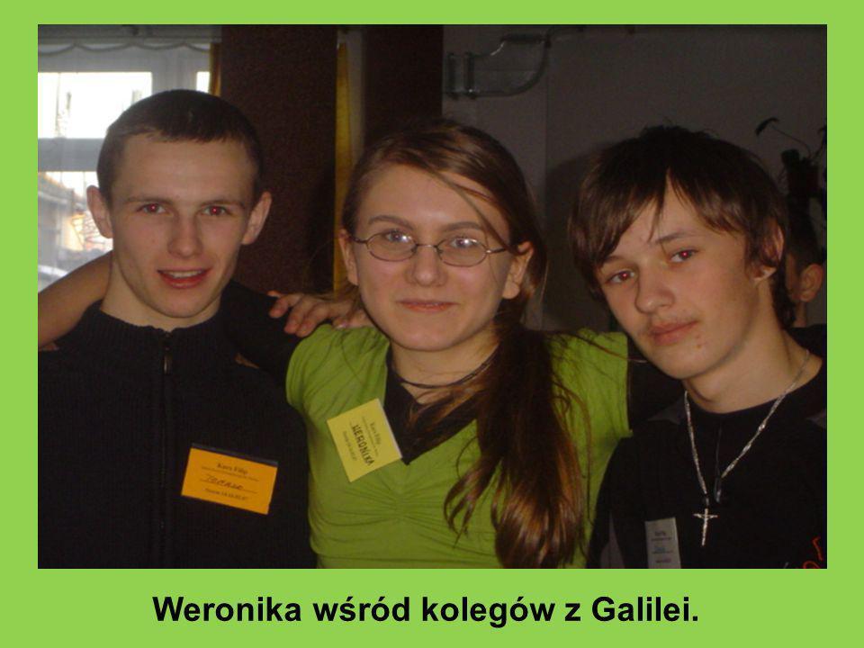 Weronika wśród kolegów z Galilei.