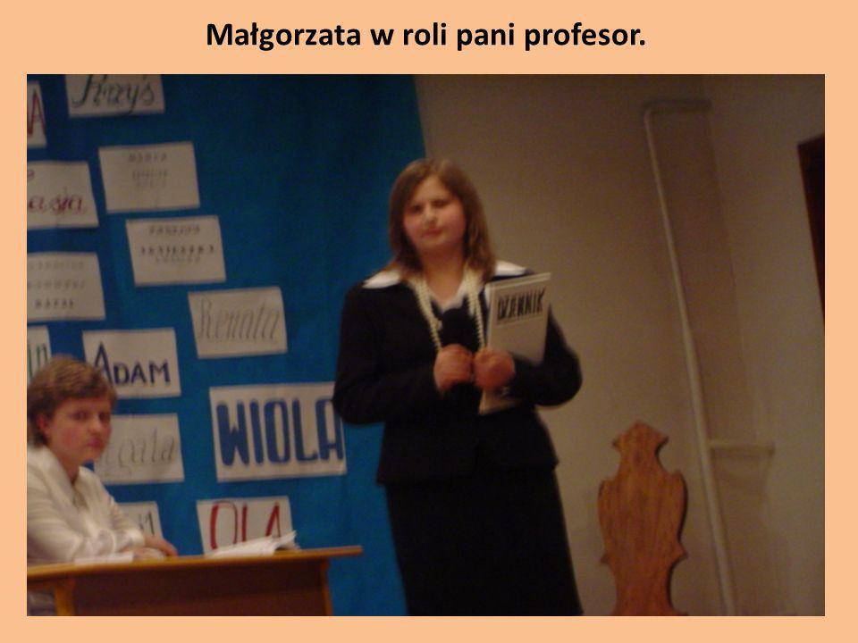 Małgorzata w roli pani profesor.