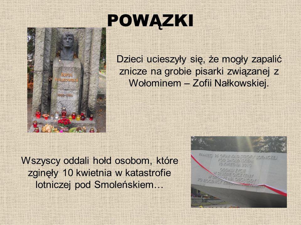 POWĄZKI Dzieci ucieszyły się, że mogły zapalić znicze na grobie pisarki związanej z Wołominem – Zofii Nałkowskiej. Wszyscy oddali hołd osobom, które z