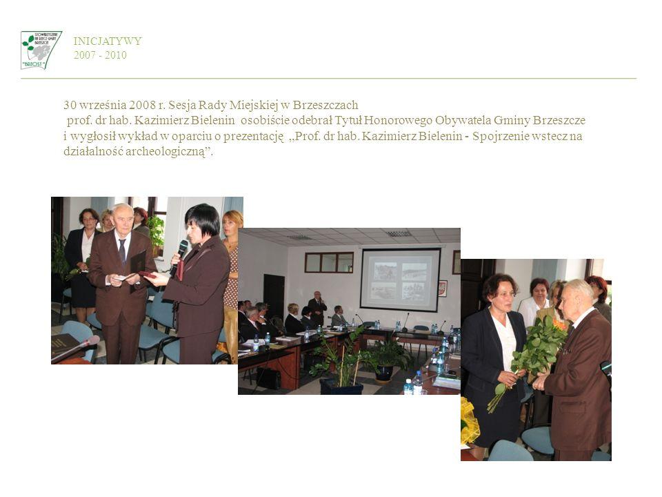 INICJATYWY 2007 - 2010 30 września 2008 r. Sesja Rady Miejskiej w Brzeszczach prof. dr hab. Kazimierz Bielenin osobiście odebrał Tytuł Honorowego Obyw
