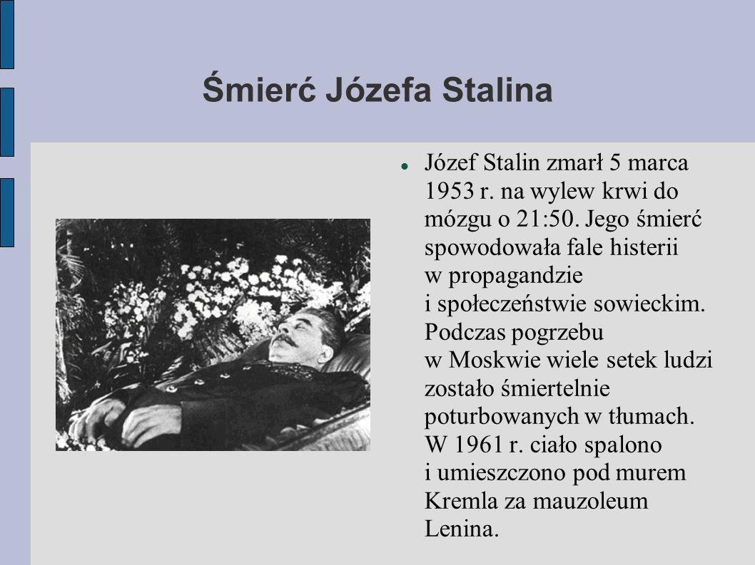 Śmierć Józefa Stalina Józef Stalin zmarł 5 marca 1953 r. na wylew krwi do mózgu o 21:50. Jego śmierć spowodowała fale histerii w propagandzie i społec