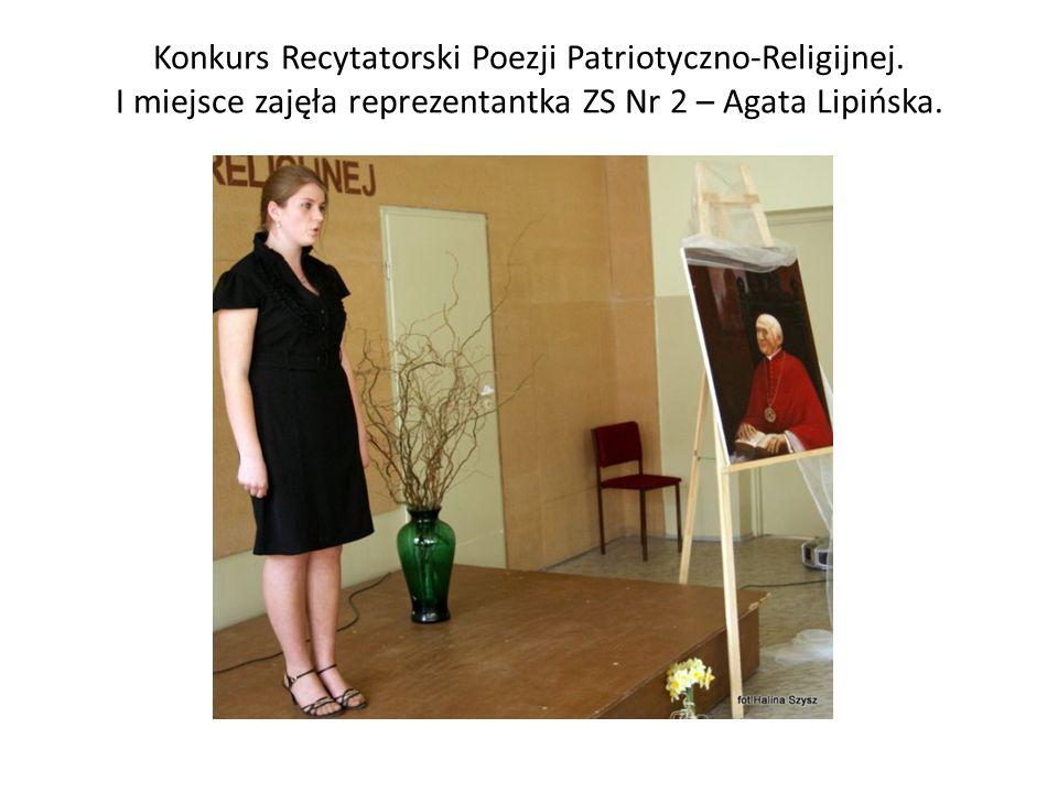 Konkurs Recytatorski Poezji Patriotyczno-Religijnej. I miejsce zajęła reprezentantka ZS Nr 2 – Agata Lipińska.