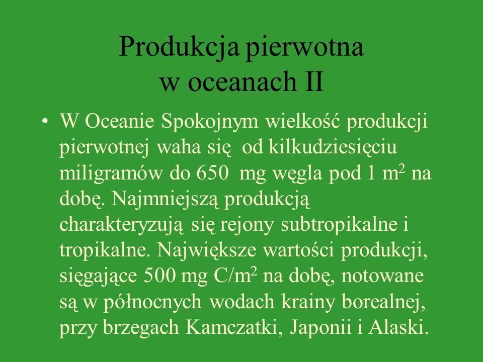 Produkcja pierwotna w oceanach I W Oceanie Atlantyckim znaczna większość wód odznacza się umiarkowaną produkcją pierwotną wynoszącą średnio 100-250 mg
