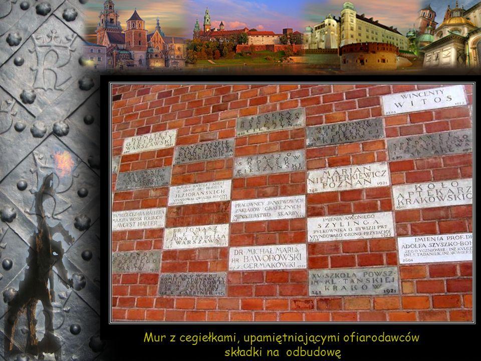 Wawel od ul. Podzamcze – Wieża Sobieskiego i Wieża Zygmuntowska