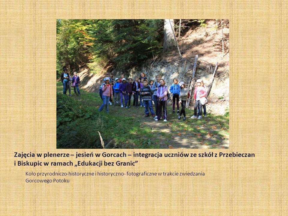 Zajęcia w plenerze – jesień w Gorcach – integracja uczniów ze szkół z Przebieczan i Biskupic w ramach Edukacji bez Granic Koło przyrodniczo-historyczne i historyczno- fotograficzne w trakcie zwiedzania Gorcowego Potoku
