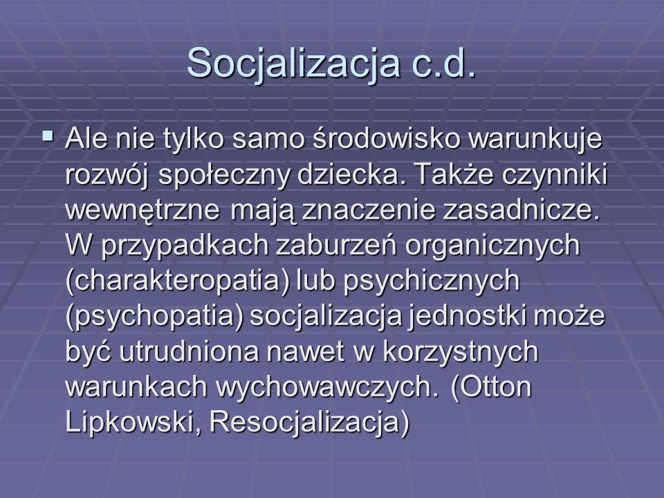Socjalizacja c.d. Ale nie tylko samo środowisko warunkuje rozwój społeczny dziecka. Także czynniki wewnętrzne mają znaczenie zasadnicze. W przypadkach
