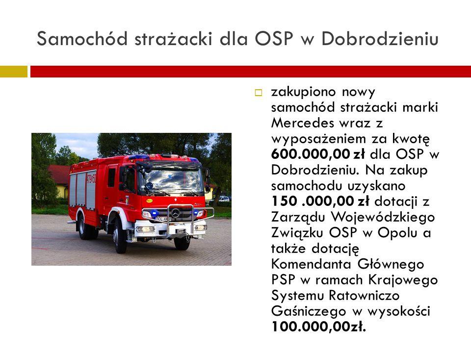 Samochód strażacki dla OSP w Dobrodzieniu zakupiono nowy samochód strażacki marki Mercedes wraz z wyposażeniem za kwotę 600.000,00 zł dla OSP w Dobrodzieniu.