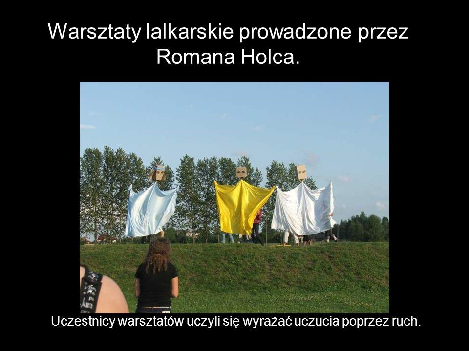 Warsztaty lalkarskie prowadzone przez Romana Holca.