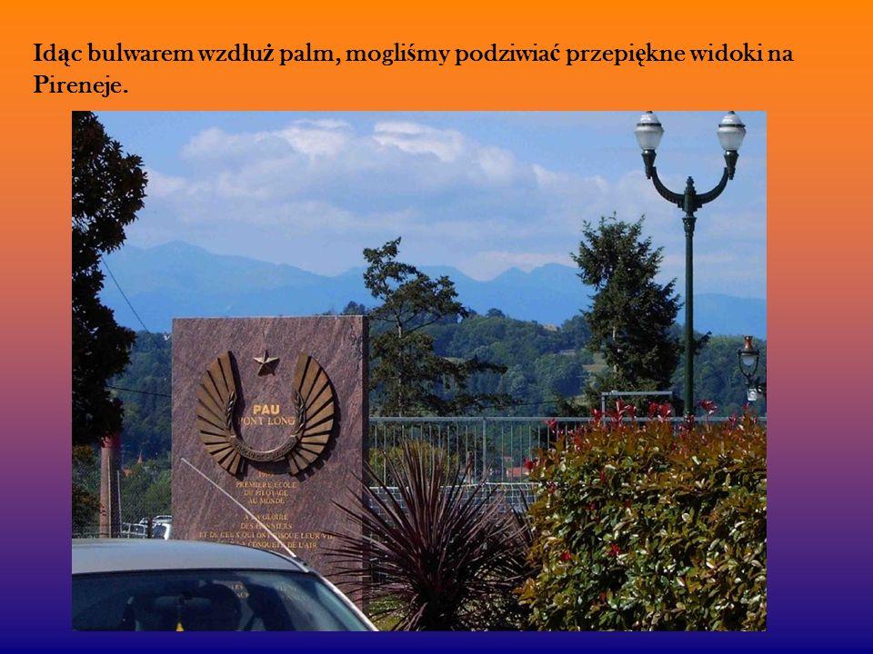 Id ą c bulwarem wzd ł u ż palm, mogli ś my podziwia ć przepi ę kne widoki na Pireneje.