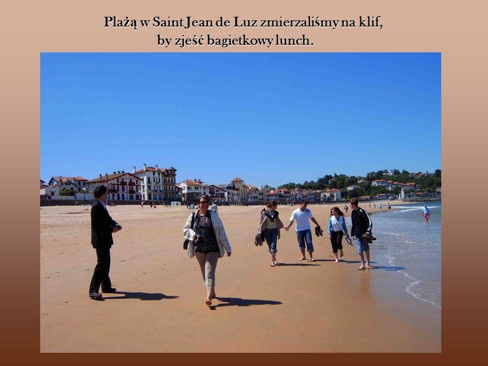 Plażą w Saint Jean de Luz zmierzaliśmy na klif, by zjeść bagietkowy lunch.