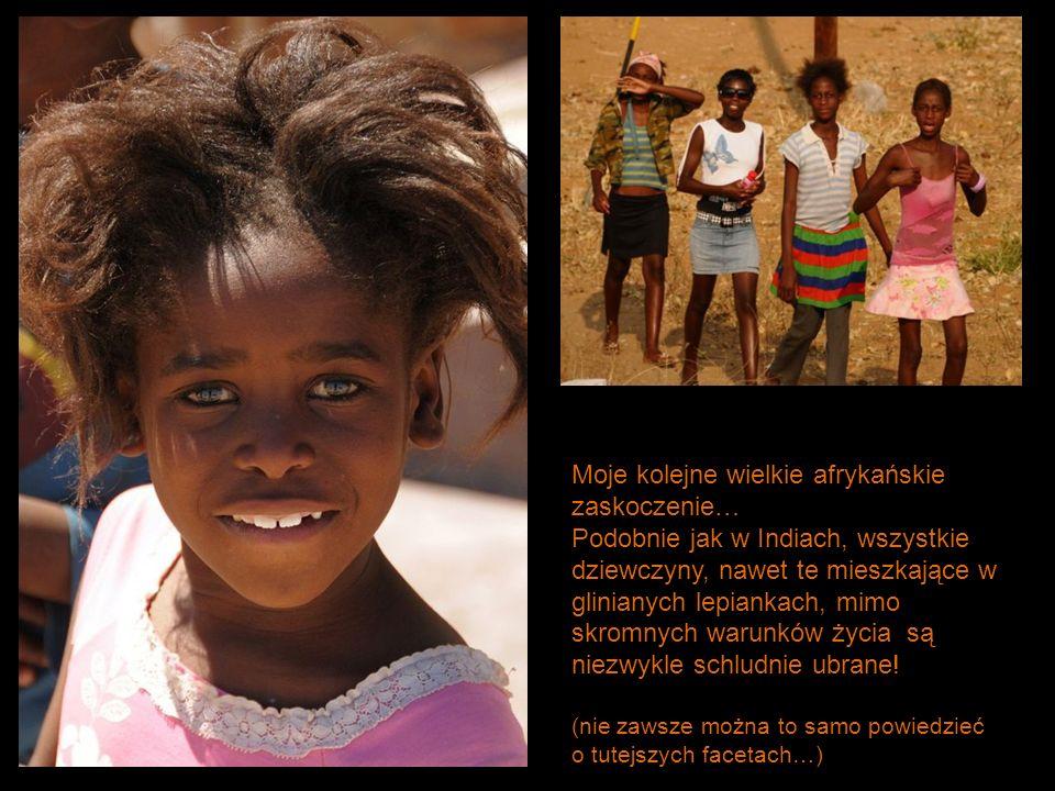 Moje kolejne wielkie afrykańskie zaskoczenie… Podobnie jak w Indiach, wszystkie dziewczyny, nawet te mieszkające w glinianych lepiankach, mimo skromny