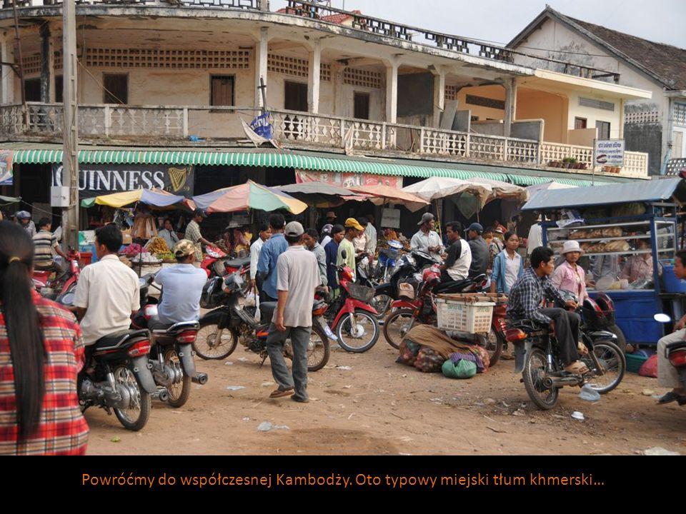 Powróćmy do współczesnej Kambodży. Oto typowy miejski tłum khmerski…