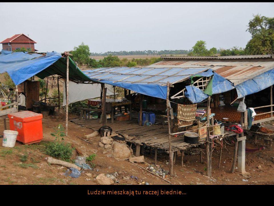 Ludzie mieszkają tu raczej biednie…