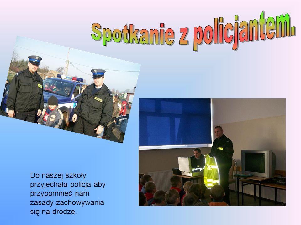 Do naszej szkoły przyjechała policja aby przypomnieć nam zasady zachowywania się na drodze.
