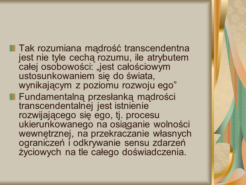 """Tak rozumiana mądrość transcendentna jest nie tyle cechą rozumu, ile atrybutem całej osobowości: """"jest całościowym ustosunkowaniem się do świata, wyni"""
